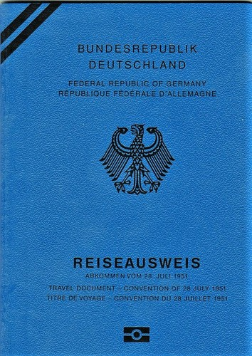 German_Passport_Refugee_2017.jpg